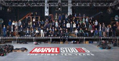 燃!漫威电影宇宙10周年 超级英雄齐聚画面壮观