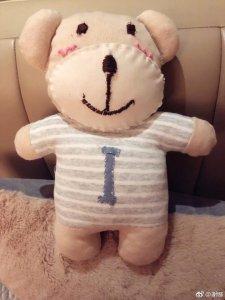 暖心手工博主!准妈妈谢娜亲手做娃娃送好友