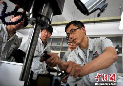 人社部:支持技术工人凭技能提高待遇